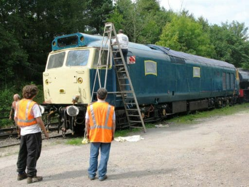 D402 receiving attention from DDS volunteers in 2009 - Geof Sheppard