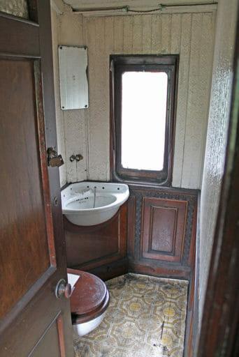 GWR coach 249 - The lavatory.